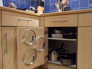 pan lid organization with command hooks