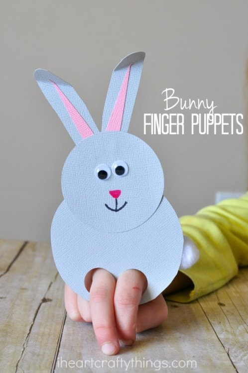 Quick and easy spring kids craft: paper bunny finger puppet. Lots of other great bunny crafts here, too.