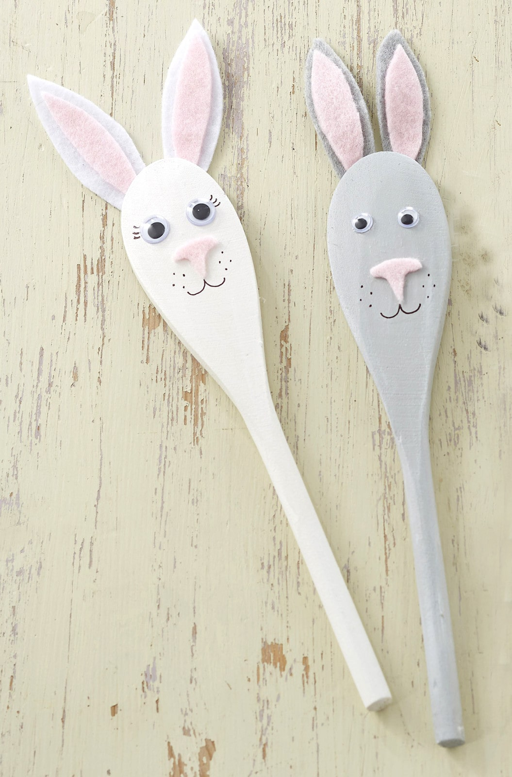 lots of great bunny crafts here - this spoon puppet one is cute