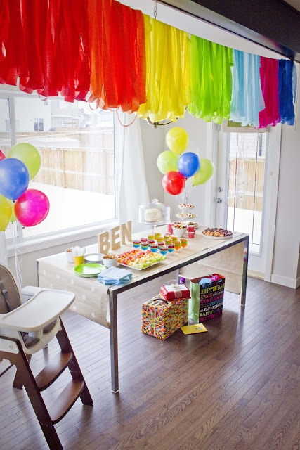 25 rainbow party ideas that will knock your socks off for Balloon and streamer decoration ideas