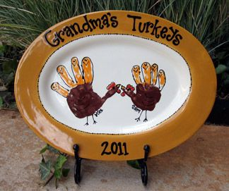Get your little turkeys together to make this sweet hand turkey platter for Grandma this year! Be sure to check out all of the Fall handprint crafts.
