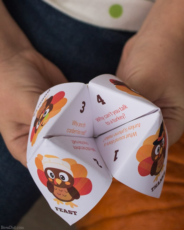 Printable Thanksgiving Fortune teller with jokes. Super fun to have at the kids table for kids to tell each other jokes.