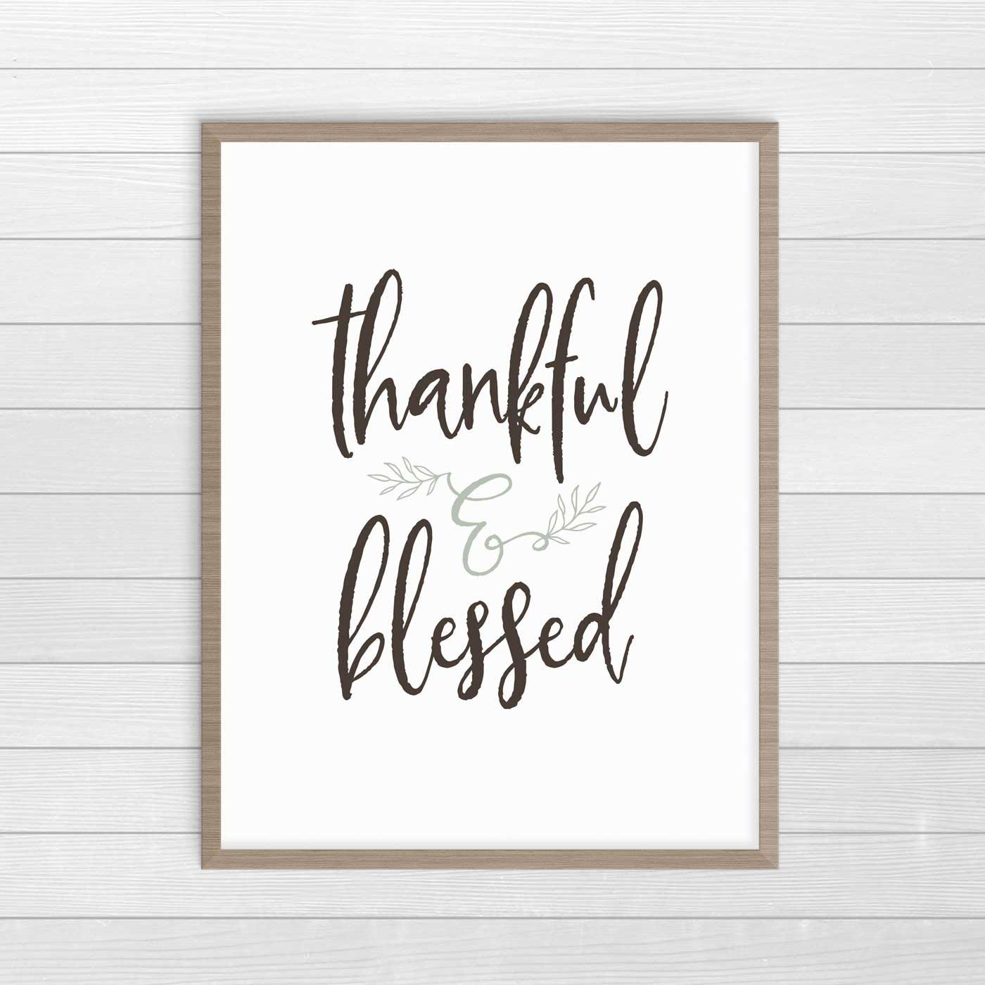 Gorgeous Thankful and Blessed farmhouse Thanksgiving print. Free printable decor. #FarmhouseDecor #ThanksgivingDecor #FreePrintables