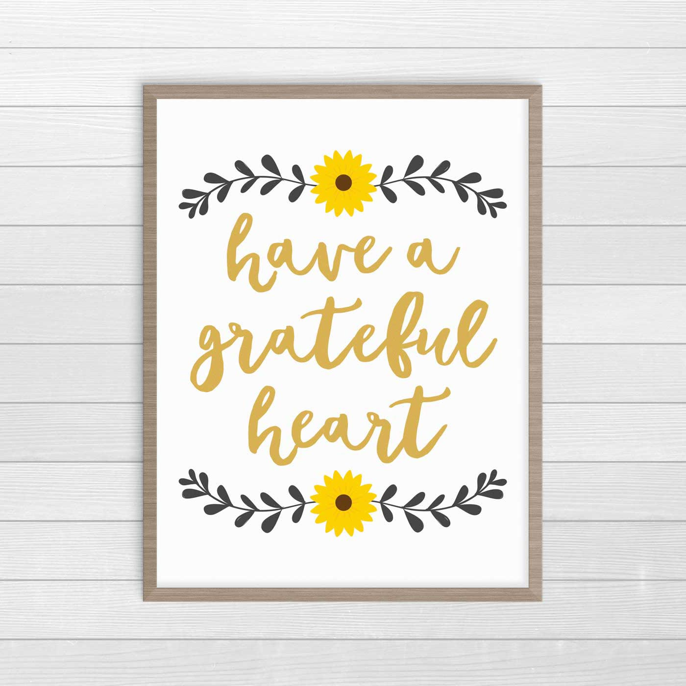 Gorgeous Thanksgiving Farmhouse decor prints. This Have a Grateful Heart print is free to download and print at home. #ThanksgivingDecor #FreePrintables #FarmhouseDecor