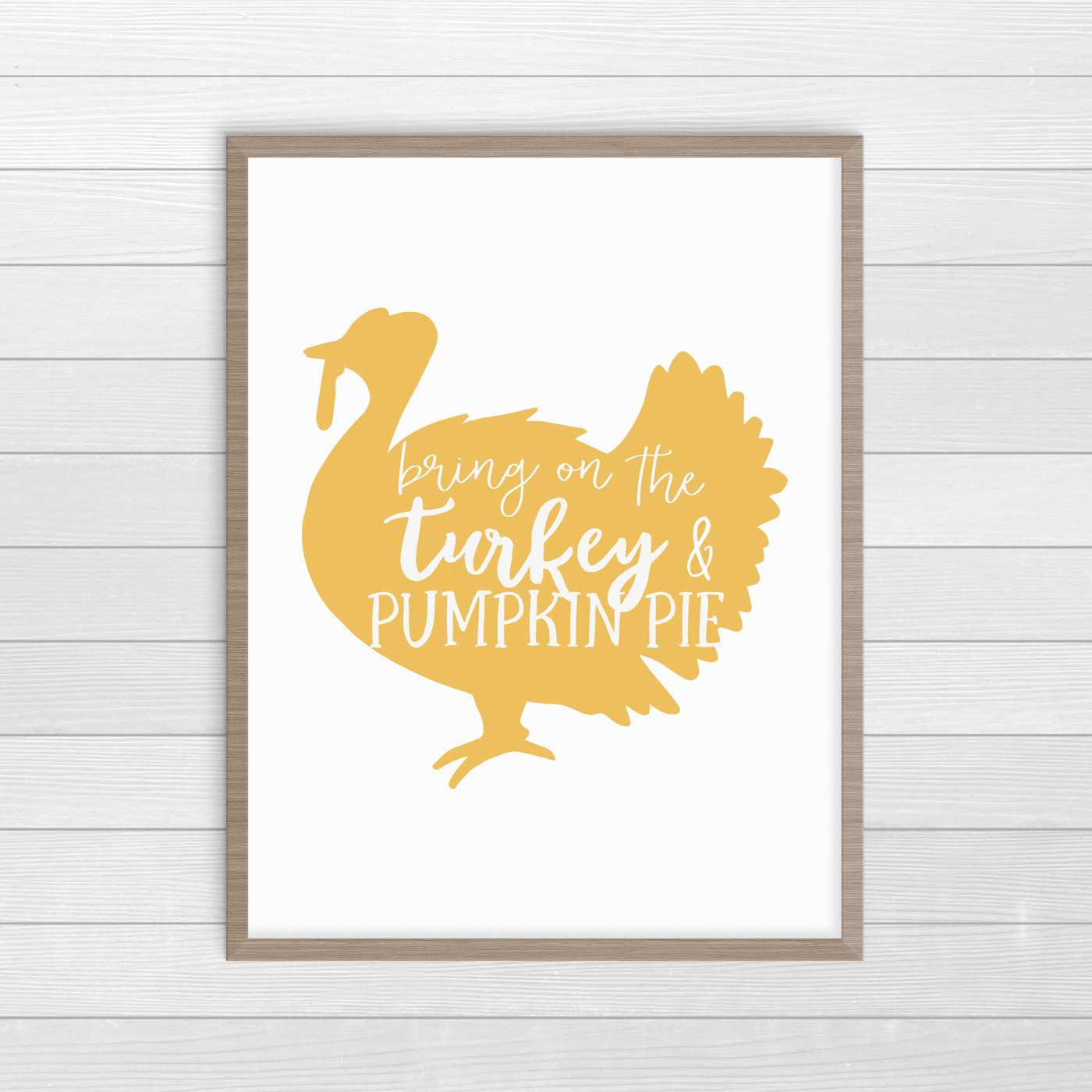 This free Thanksgiving printable decor is super-easy to download and print. 12 free prints in two colorways to choose from! #ThanksgivingDecor #FreePrintables #FarmhouseDecor