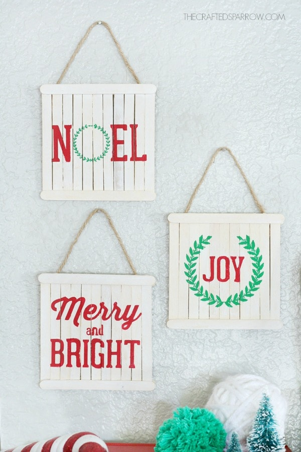 I love these mini pallet sign Christmas ornaments. Click through to see lots of other craft stick ornaments for Christmas.