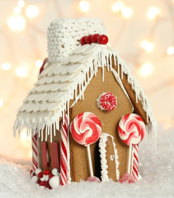 Click through for this Gingerbread house template from Sweetopia