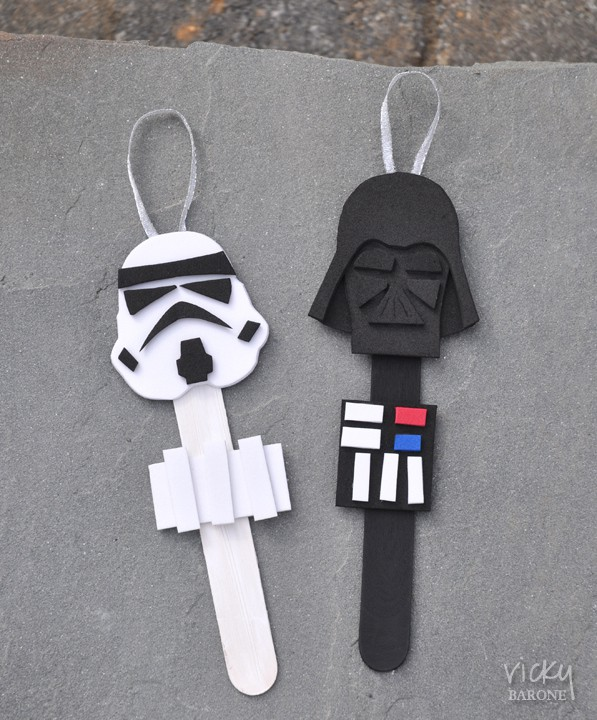 If you have a Star Wars fan in your family then be sure to check out these awesome popsicle stick Star Wars ornaments. #StarWars #ChristmasOrnaments