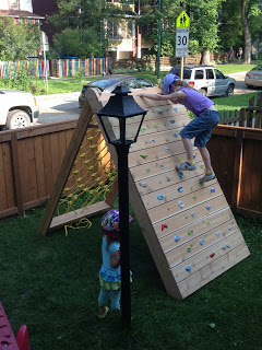 Learn how to make this awesome 2-sided kids climbing structure (via Mincing Thoughts). Plus more amazing DIY kids outdoor play areas.