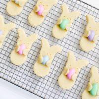"Adorable Easter Bunny ""Hug"" Cookies"