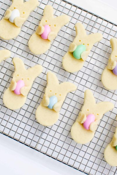 Make these Easter bunny cookies for your Easter party