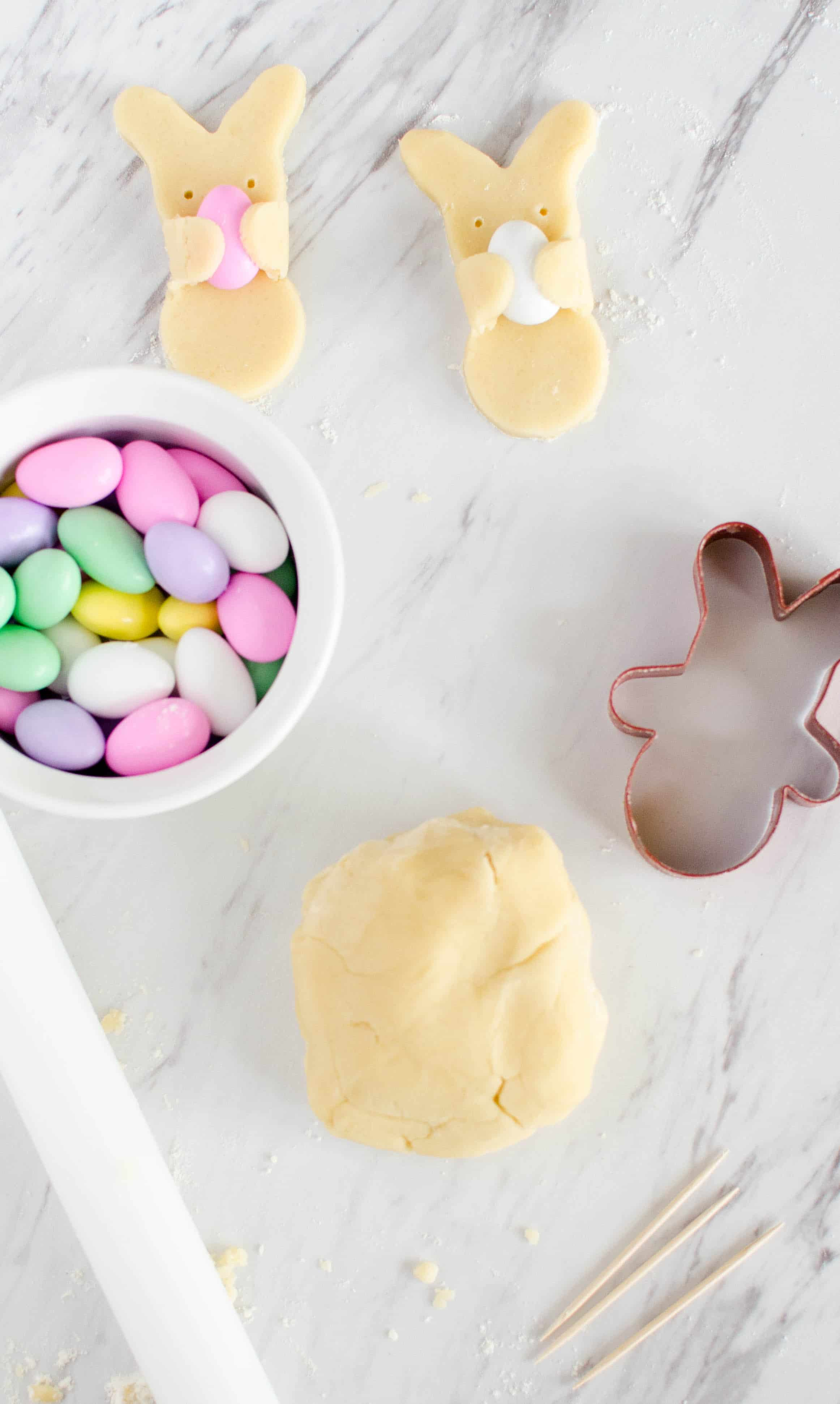 Learn how to make adorable Easter bunny cookies. These are really cute and are pretty simple to put together.