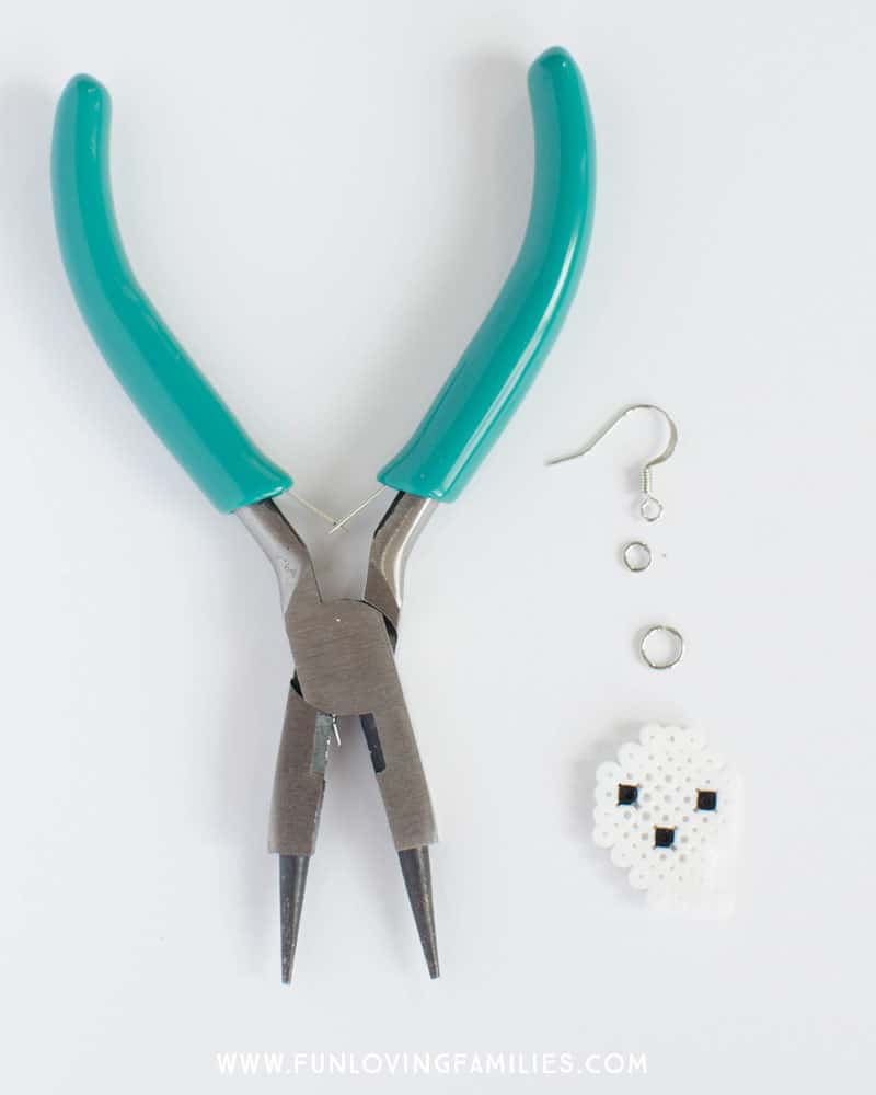 Make your own Halloween ghost earrings. Full tutorial at funlovingfamilies.com