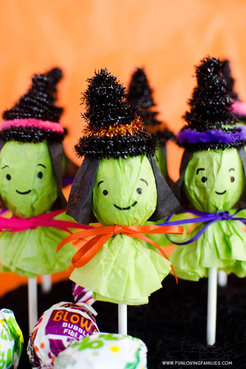 Turn a regular lollipop into a cute witch for Halloween party favors. Click through for full tutorial. #halloween #halloweenparty #halloweenfavors #diyhalloween #halloweenkidsparty #witch #witchfavors #halloweentreats #funlovingfamilies
