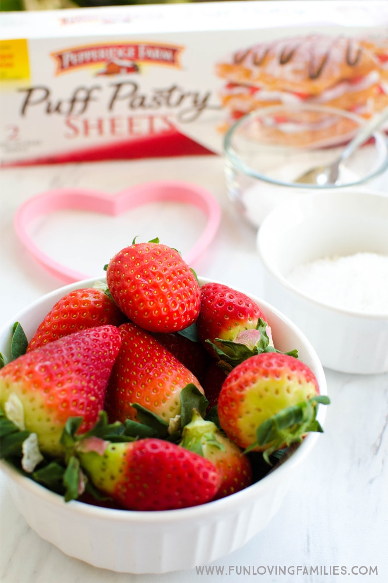 Make these Puff Pastry strawberry hearts with the kids, or surprise them for breakfast. They're surprisingly easy to make.