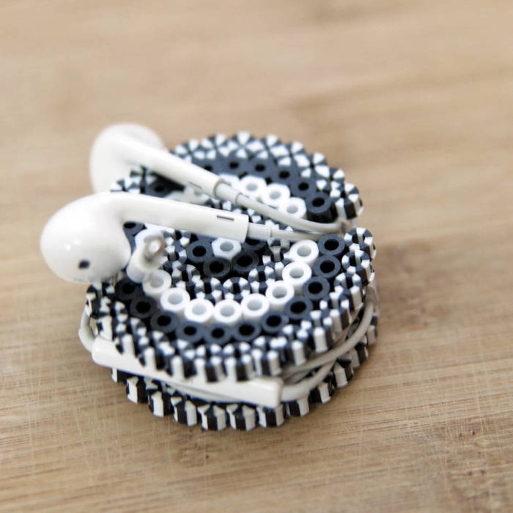 black and white bead design ear bud holder