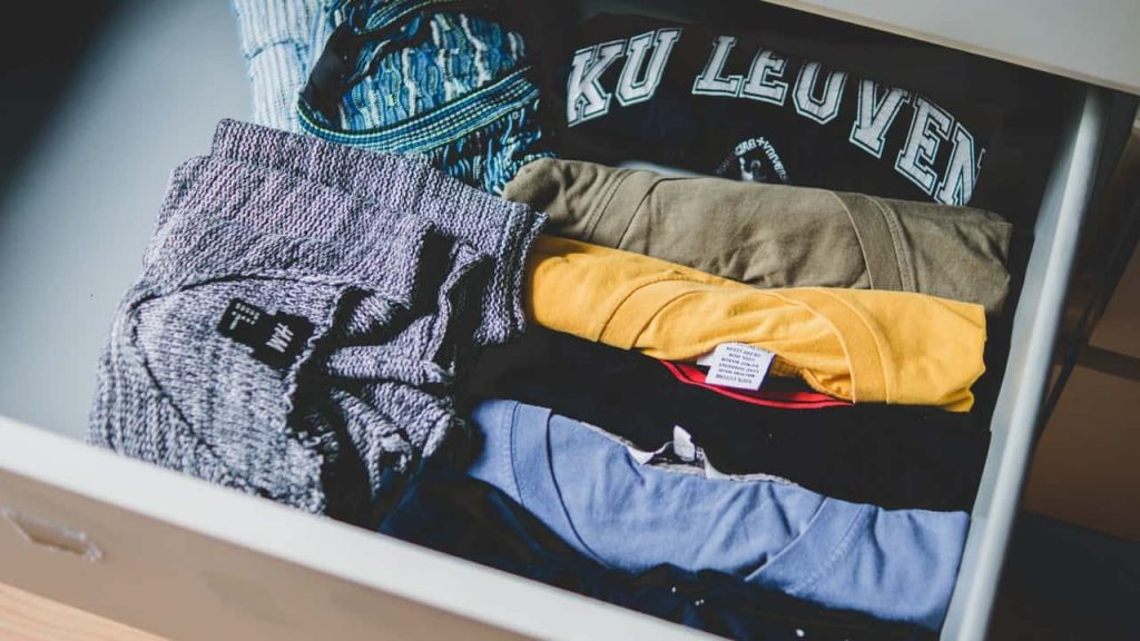 How to downsize your wardrobe tips